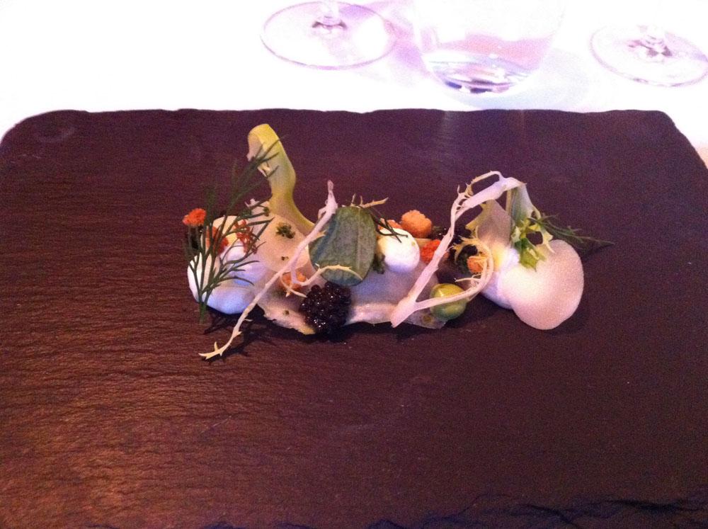 Kaviar, østers, østersblade, broccoli og mandel