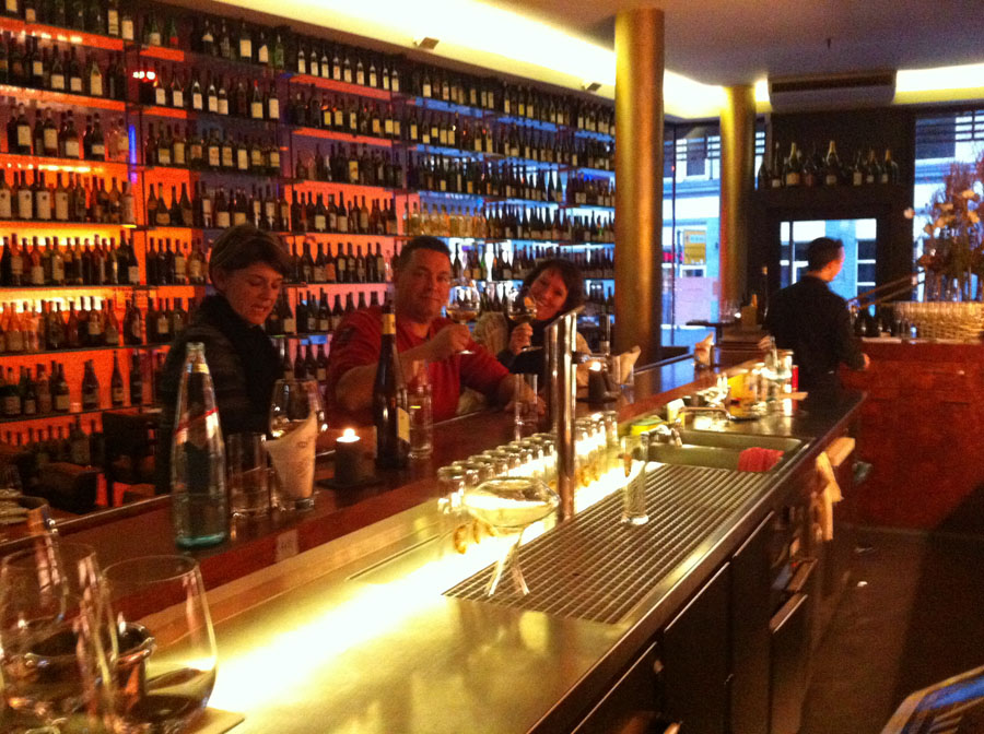 Skål ved baren