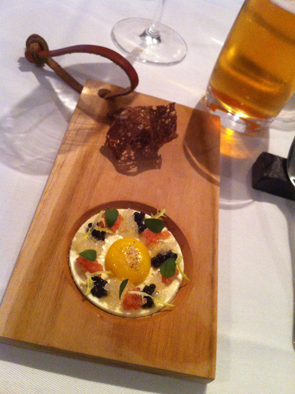 Smørebrød - vagtelæg med caviar og mayo,
