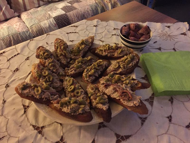 Bruchetta med tun, kapers, ansjoser & oliven