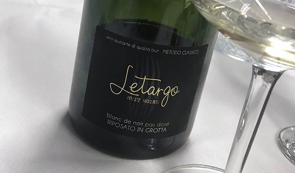 N.V. Cantina del Ciabot, Letargo Nuit Noire Vino Spumante Riposato in Grotta, Piemonte, Italien